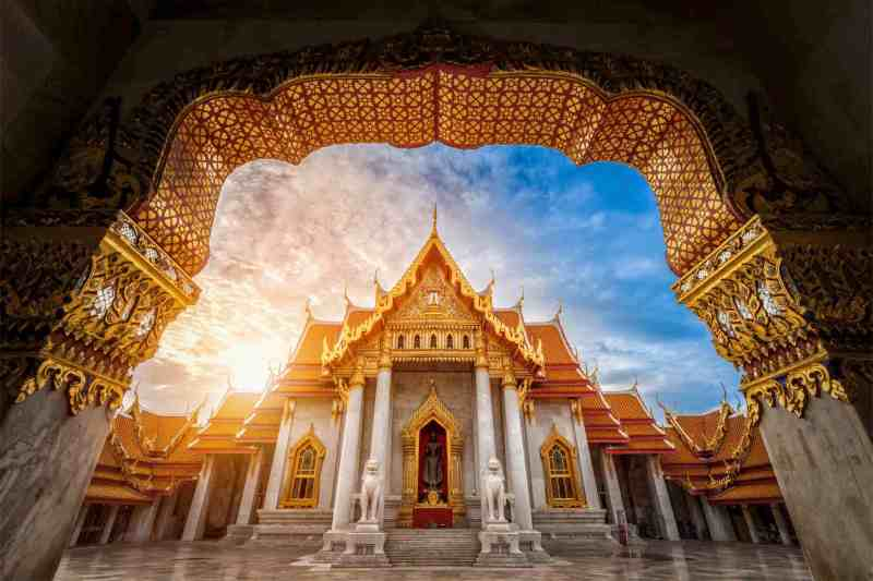 Travel to Bangkok and discover a new world