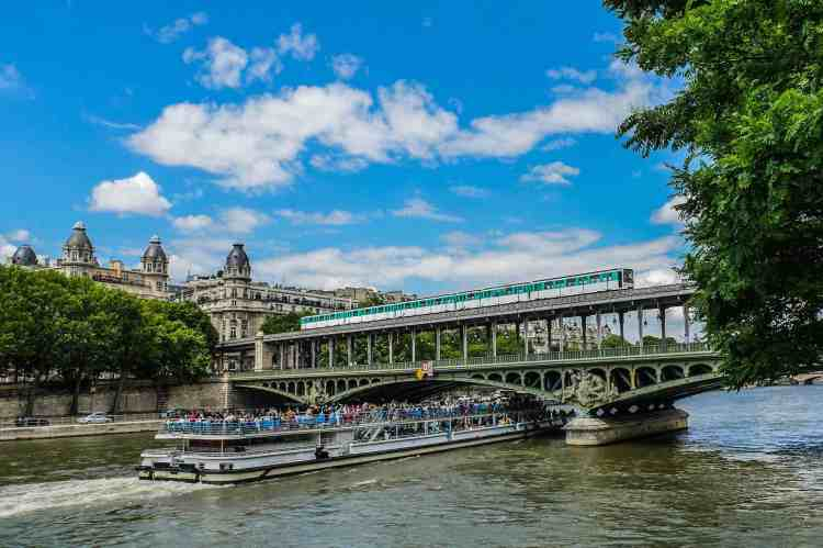 Paris Travel Guide for iPhone and iPad
