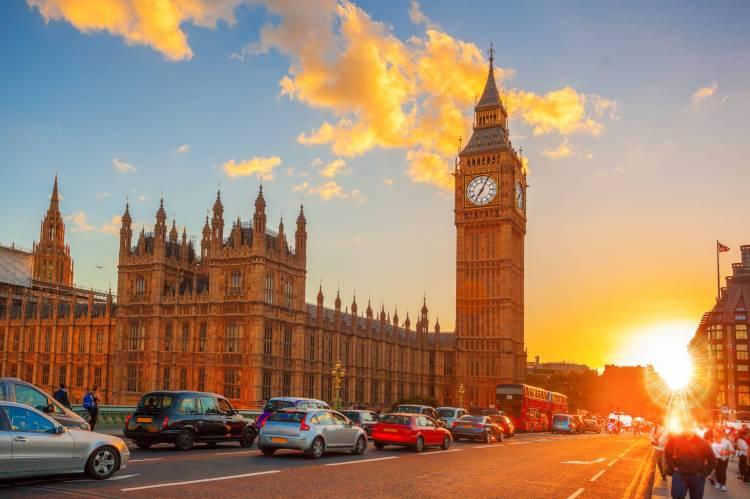 Enjoy the beautiful dusk of London